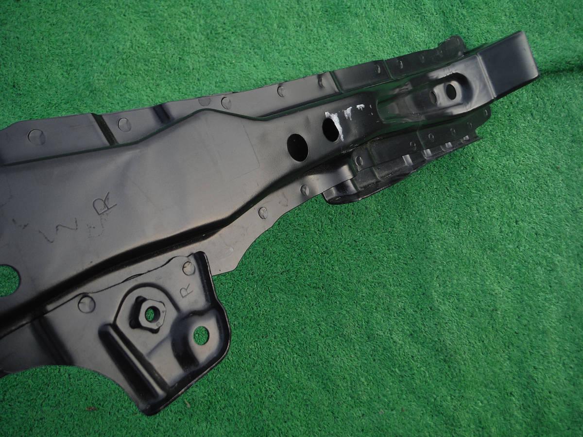 未使用品 トヨタ ZVW40W ZVW41W プリウスα 純正ブレース コアサポート メンバー パーツ ラジエーター ラジエター 53209-12140 a アルファ_画像4
