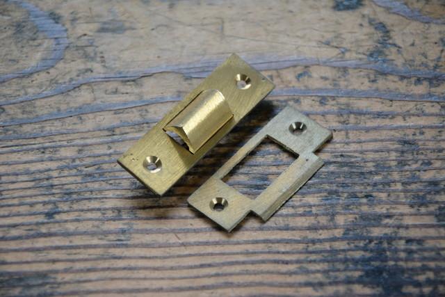 NO.7143 古い真鍮鋳物の三角締 60mm 検索用語→A50gアンティークビンテージ古道具真鍮金物鍵錠ドアノブ扉_画像1
