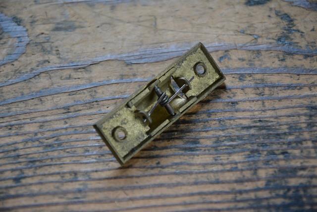 NO.7143 古い真鍮鋳物の三角締 60mm 検索用語→A50gアンティークビンテージ古道具真鍮金物鍵錠ドアノブ扉_画像3