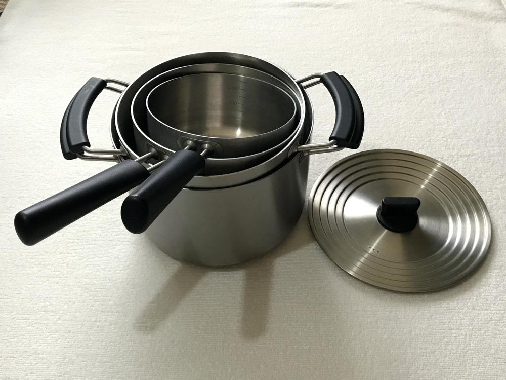 鍋蓋、鍋子以及調理器具,使用方便,讓您料理更順手。 好握的把柄,可堆疊收納的款式,優異的熱傳導性等,都是為了做出好用調理器具的堅持。