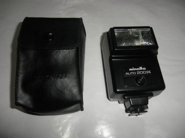 @@ ジャンク minolta AUTO 200X カメラ 電源OK ストロボOK(その他不明) 光学機器  アクセサリー  ストロボ、照明 ミノルタ_画像1