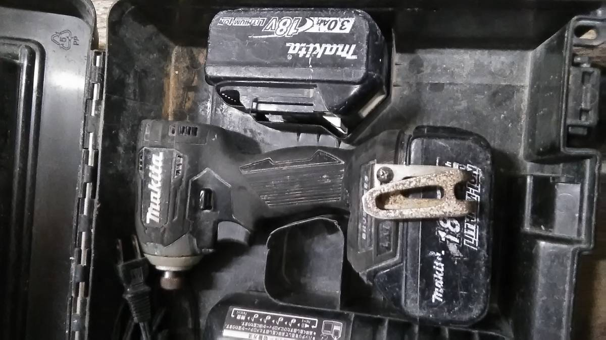 1円スタート!! Makita マキタ 充電式インパクトドライバ 充電器/バッテリー2個付き TD170D_画像2