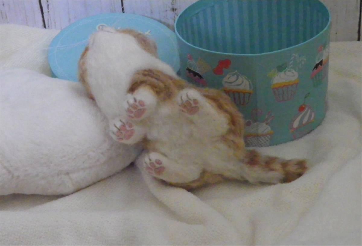 funwari■□■ 羊毛フェルト 茶トラ白 仔猫 見上げポーズ あき箱と仔猫 ハンドメイド_画像10