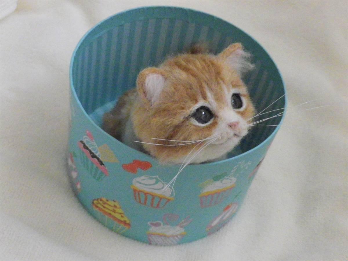 funwari■□■ 羊毛フェルト 茶トラ白 仔猫 見上げポーズ あき箱と仔猫 ハンドメイド_画像3