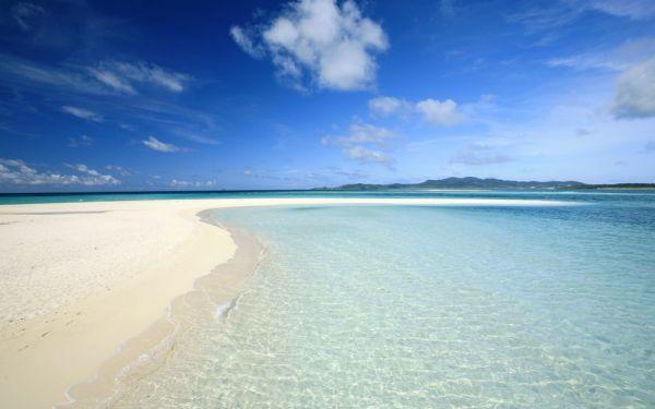 海と空と砂浜の調和 ビーチ マヨルカ島 スペイン 海 絵画風 新素材壁紙ポスター ワイド版603×376mm(はがせるシール式)057W2 印刷物&ポスター&科学、自然
