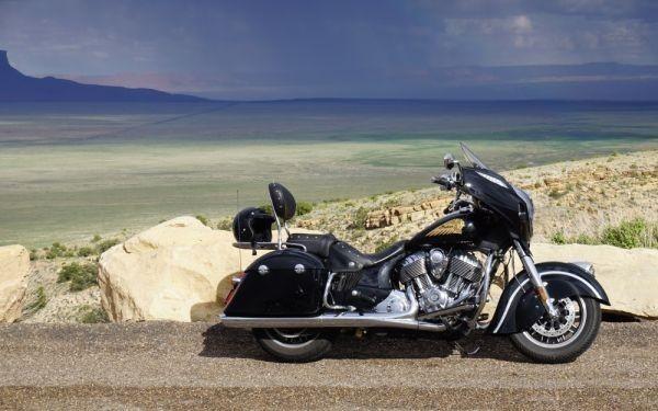 インディアン チーフテン 1800cc 2014年 アメリカ横断 バイク 絵画風 壁紙ポスター 特大ワイド版 921×576mm はがせるシール式 004W1 オートバイ&オートバイ関連グッズ&その他