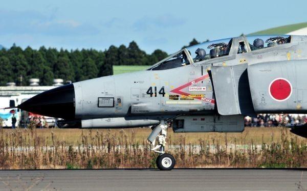 航空自衛隊 F-4 ファントムⅡ 戦闘機 F-4EJ改 百里基地 JASDF 絵画風 壁紙ポスター 特大ワイド版 921×576mm (はがせるシール式) 019W1_画像1