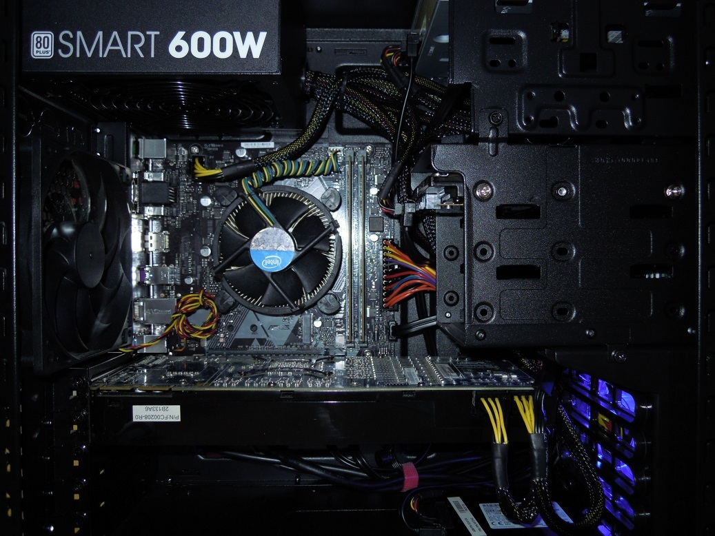 自作 i5 8400 2.8GHz 6コア /mem8GB /新品CPU+マザー+電源 /SSD128GB /HDD500GB /HD6970_画像2