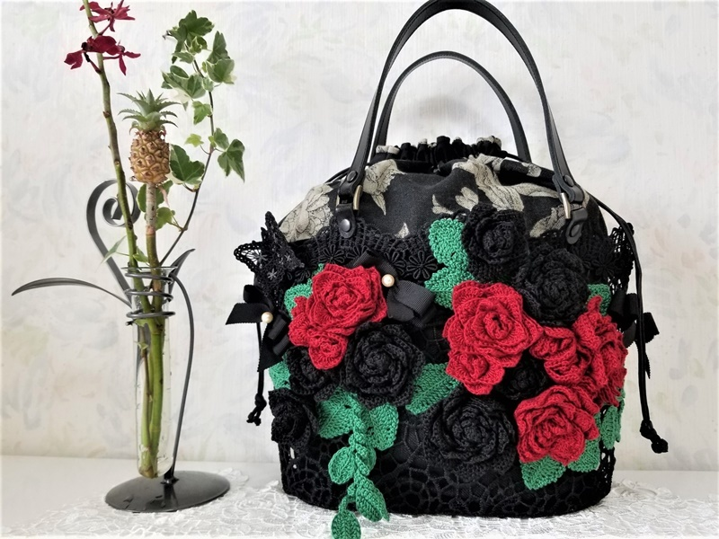 レース手編み 赤&黒バラ・ミシン刺繍ちょうちょ・本真珠のレースカゴ巾着バッグ・本革持ち手