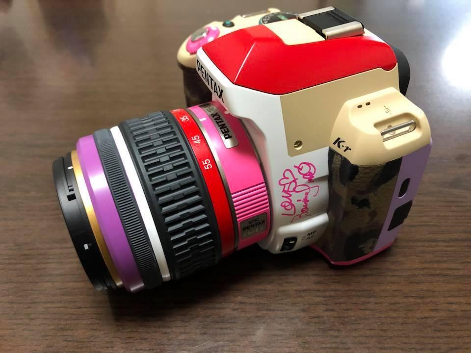 PENTAX K-r BONNIE PINK MODEL ペンタックス K-r ボニーピンク モデル 本人サイン入り!! 完動品 送料無料!数回使用のみ 希少 激レア_画像3