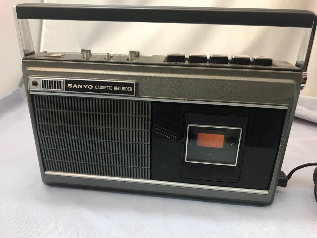 昭和レトロ サンヨーカセットレコーダー MR-3300 ケース付き ジャンク品_画像1
