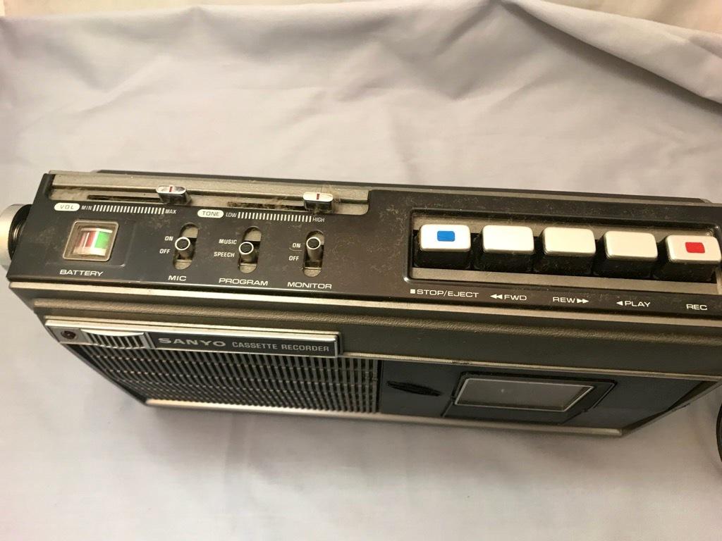 昭和レトロ サンヨーカセットレコーダー MR-3300 ケース付き ジャンク品_画像2