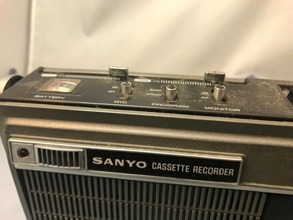 昭和レトロ サンヨーカセットレコーダー MR-3300 ケース付き ジャンク品_画像3