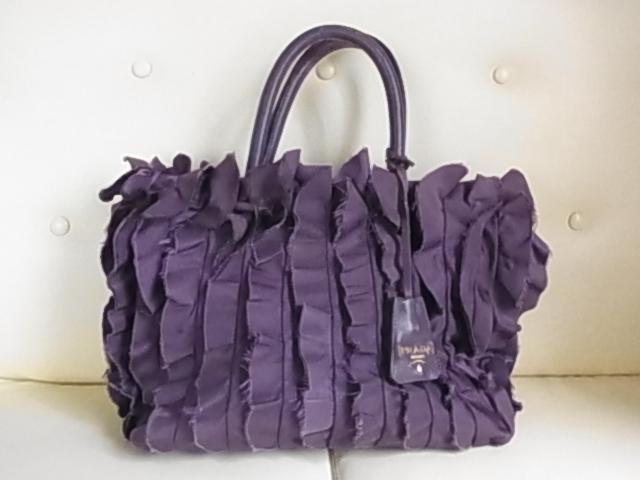 buy online 5b27f ad5de プラダ トートバッグ 紫の値段と価格推移は? 2件の売買情報を ...