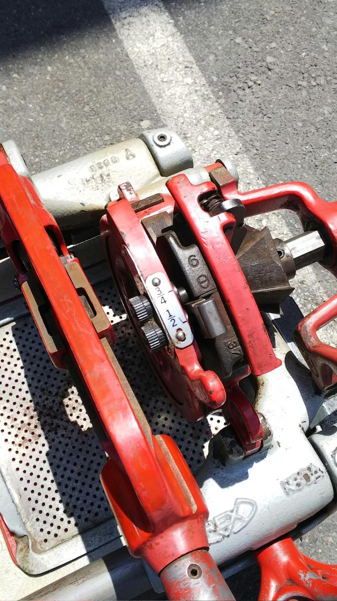 RAX レッキス ねじ切り機 S80AⅢ 100V パイプマシン ネジ加工 100ボルト 電動 カバー付き_画像3