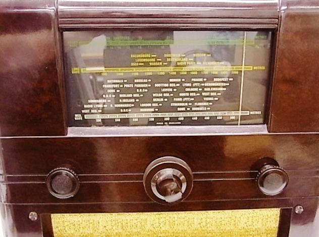 me022 ヴィンテージ Cossor イギリス製 真空管ラジオ ジャンク品_画像3