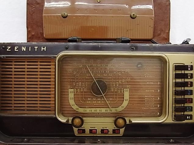 ab4011  ヴィンテージ ZENITH TRANS-OCEANIC  電池式 真空管ラジオ ジャンク_画像6