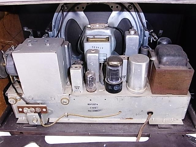 me020 昭和レトロ RCA Victor 真空管ラジオ 稼働品_画像5
