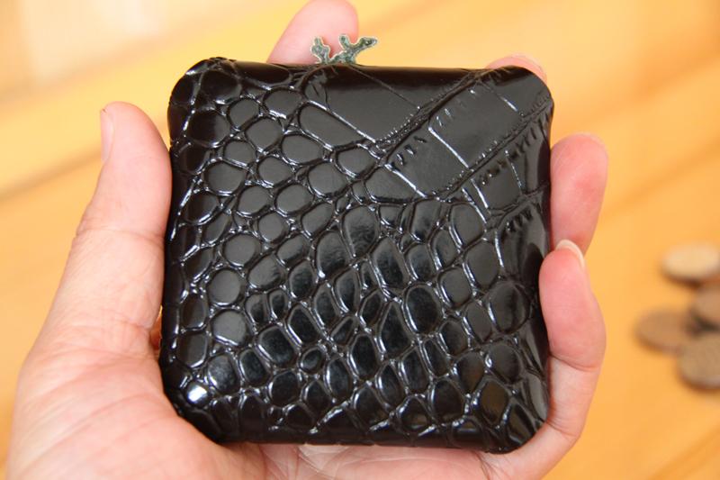 ハンドメード本革コンパクト四角小銭入れ 携帯便利取りやすいコイン大量収納 クロコダイル柄ブラック サイズ8cm×8cm_画像3