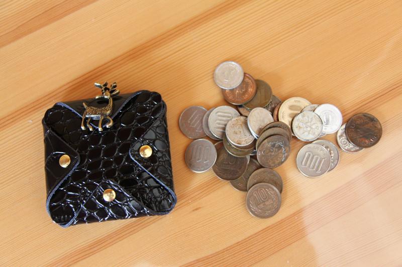 ハンドメード本革コンパクト四角小銭入れ 携帯便利取りやすいコイン大量収納 クロコダイル柄ブラック サイズ8cm×8cm_画像5