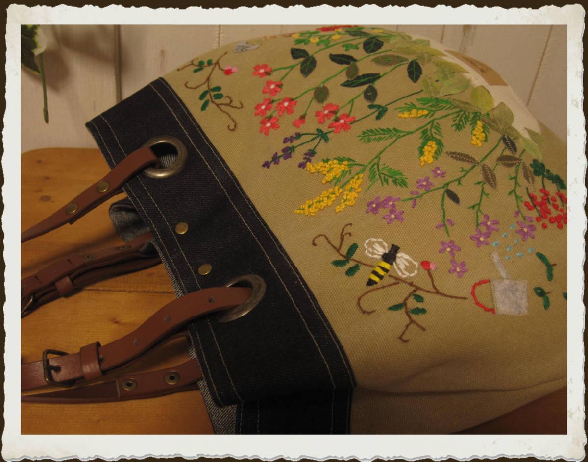 現品限り★たくさんのお花の刺繍★リバティのお洋服を着た女の子【小鳥・小花・ちょうちょ】★デニム★レザー持ち手2wayバッグハンドメイド_画像7