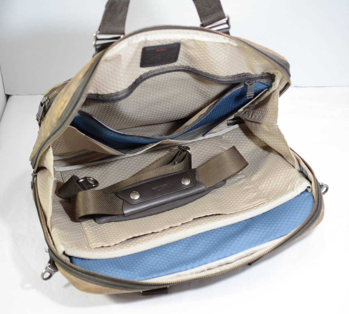 ☆美品 TUMI トゥミ ビジネスバッグ ブリーフケース バッグ 茶色 ブラウン☆高級書類鞄☆_画像3