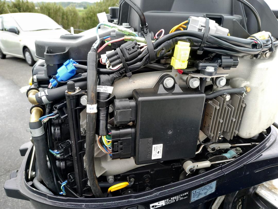 ネオ 390 エンジン100時間以内 トレーラー付き  希少電動トイレ付き_画像5