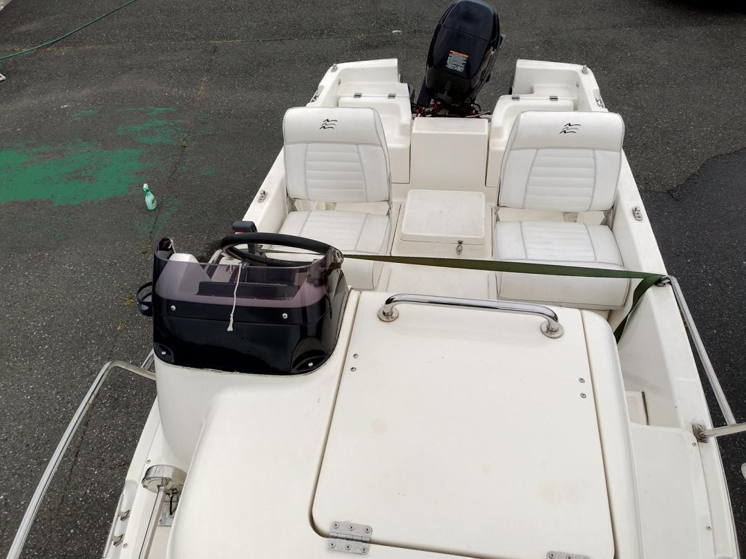 ネオ 390 エンジン100時間以内 トレーラー付き  希少電動トイレ付き_画像3