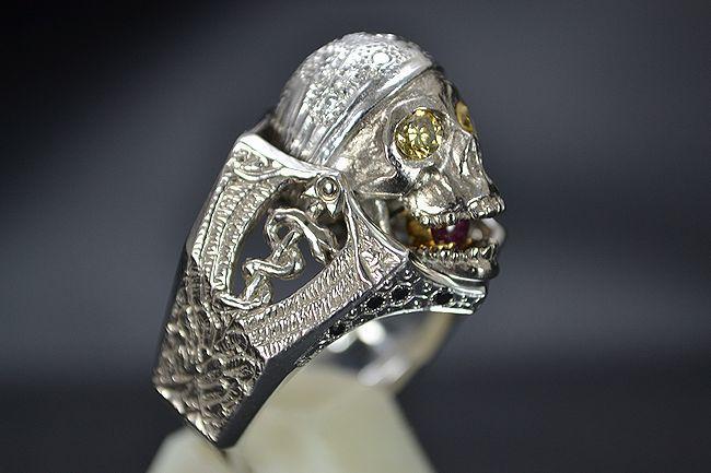 MITSUO KAJI/ミツオ カジ 梶 光夫 スカル 指輪 K18WG×ルビー×ダイヤモンド_顎を開けるとルビーが!