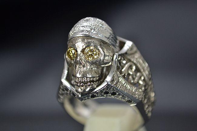 MITSUO KAJI/ミツオ カジ 梶 光夫 スカル 指輪 K18WG×ルビー×ダイヤモンド_顎を閉じた状態です