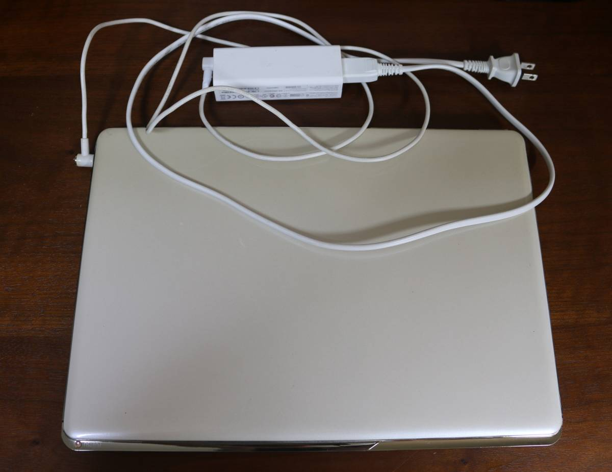 富士通 ノートパソコン Floral Kiss CH55/J 13.3型 FMVC55JW  HDD500GB+高速処理用SSD  送料無料_画像2