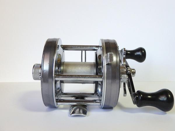74 ABU アンバサダー 5500C ブルーグレイ ガンメタル オールド ビンテージ ブラック パワーハンドル ゴシック刻印 クラシック 渋いモデル_画像3