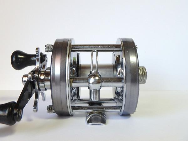 74 ABU アンバサダー 5500C ブルーグレイ ガンメタル オールド ビンテージ ブラック パワーハンドル ゴシック刻印 クラシック 渋いモデル_画像2