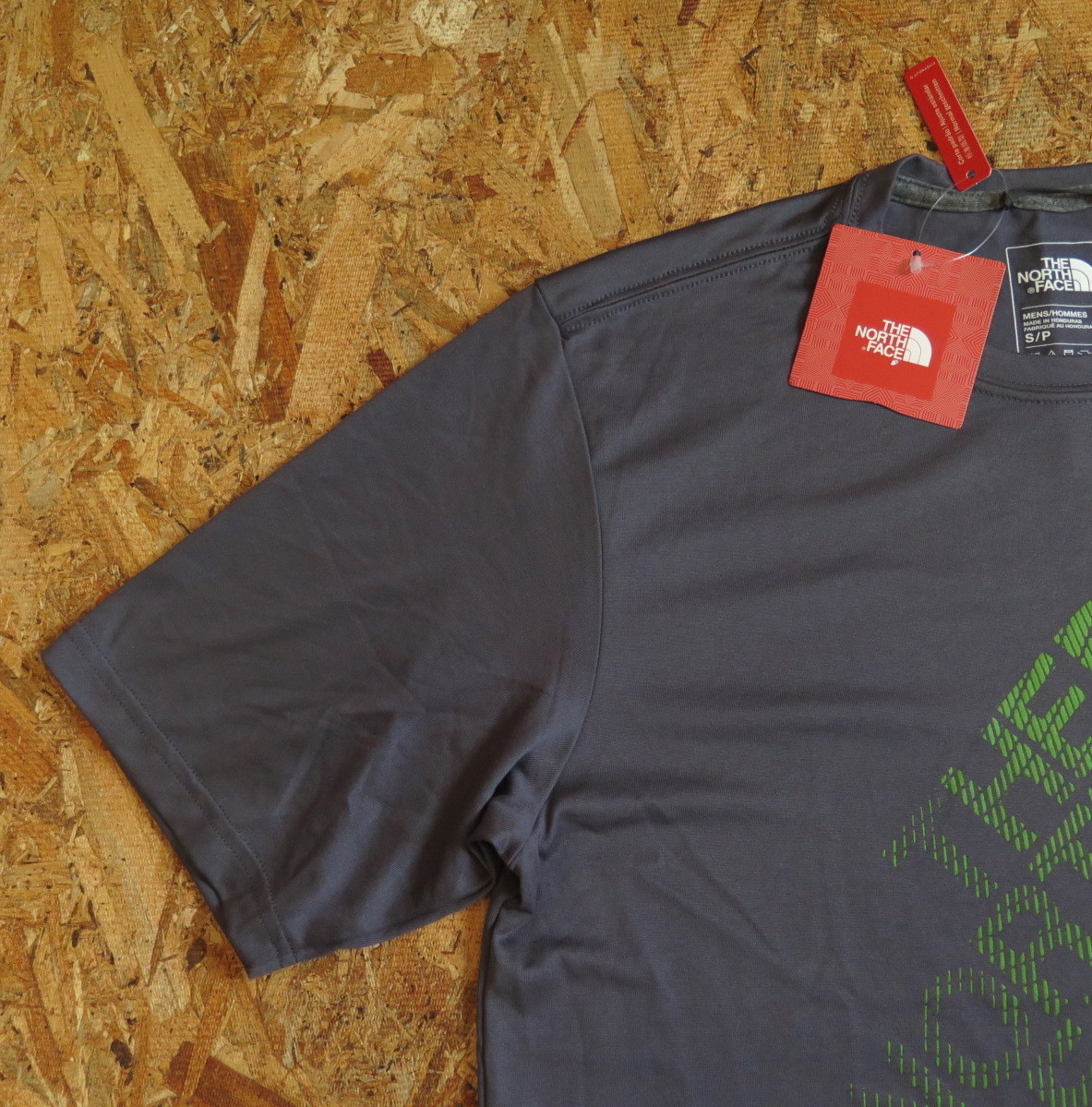 新品☆本物 NY購入 THE NORTH FACE ロゴ Tシャツ Mサイズ ノースフェイス LOGO S/S TEE USA限定 日本未発売モデル T-SHIRT D.GRAY/GREEN_画像6
