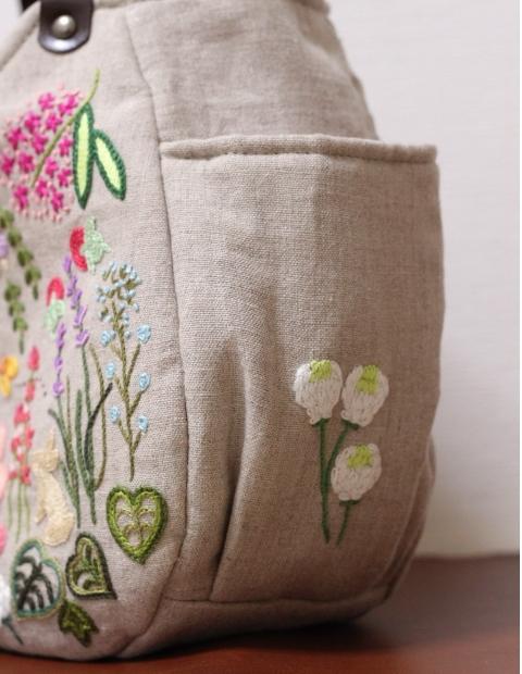 ◆シルエットうさぎ&シロツメクサと野の花の庭◆手刺繍◆リトアニアリネン◆本革持ち手◆ハンドメイドHandmade◆_画像4