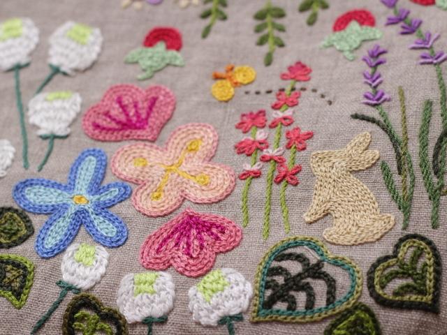 ◆シルエットうさぎ&シロツメクサと野の花の庭◆手刺繍◆リトアニアリネン◆本革持ち手◆ハンドメイドHandmade◆_画像3