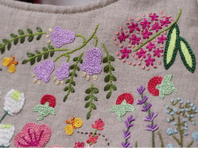 ◆シルエットうさぎ&シロツメクサと野の花の庭◆手刺繍◆リトアニアリネン◆本革持ち手◆ハンドメイドHandmade◆_画像7