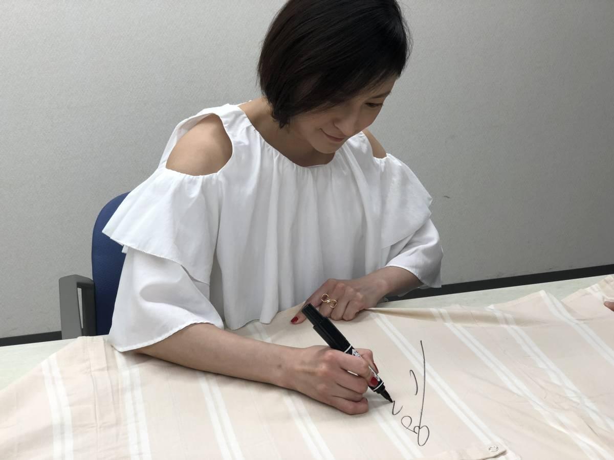 広末涼子さんサイン中お写真