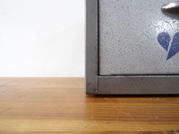 材木屋さんの事務所にあった古いスチール製の救急箱 約25×23×15.9cm 検索用⇒ 裁縫箱/道具箱/ツールボックス/昭和レトロ/古道具/天然生活_画像9
