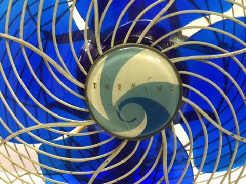 TOSHIBA アンティーク扇風機 動作OK 4枚羽根 昭和レトロ 希少 レア 東芝 古道具 ELECTRIC FAN 骨董_画像2