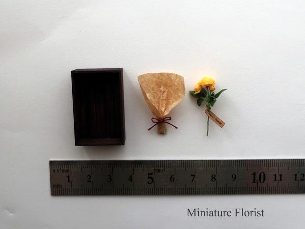 ミニチュア 木箱入りグラハムトーマス 粘土の花 クレイフラワー ドールハウス ハンドメイド バラ イングリッシュローズ _画像5