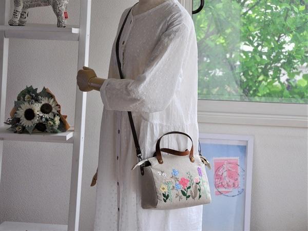 yokuatareハンドメイド*両面手刺繍でいっぱいのバッグ*長さ調整と取り外しできるショルダーコード付き_画像3