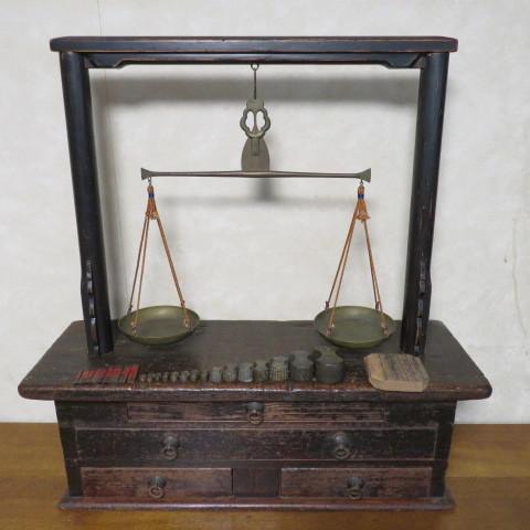 ☆ 古民具☆江戸期 両替商 天秤台はかり 銅製まゆ型分銅15個 木製分銅10個 ☆