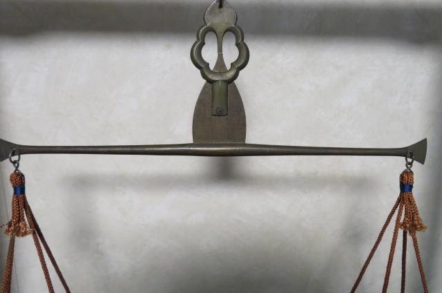☆ 古民具☆江戸期 両替商 天秤台はかり 銅製まゆ型分銅15個 木製分銅10個 ☆_画像4