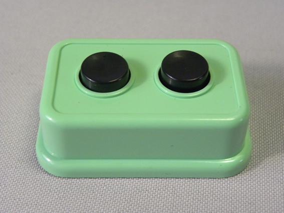 【未使用品】1980年代 当時物 コスモス ガチャガチャ ファミコン ABボタン ( 古い 昔の ビンテージ 高橋名人養成ボタン 駄玩具 駄菓子屋 )_画像2