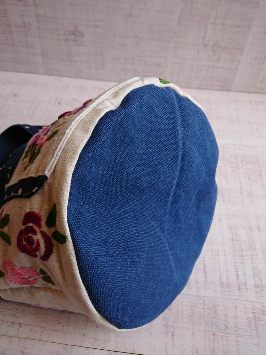 ハンドメイド 丸底のトートバッグ 手ししゅう 刺繍 薔薇 バラ 綿麻 ビンテージ帆布デニムカラー ドット _画像8