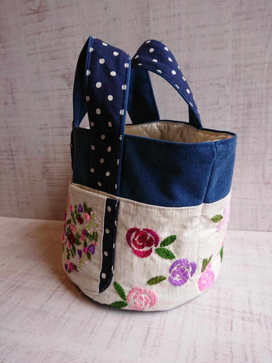 ハンドメイド 丸底のトートバッグ 手ししゅう 刺繍 薔薇 バラ 綿麻 ビンテージ帆布デニムカラー ドット _画像3