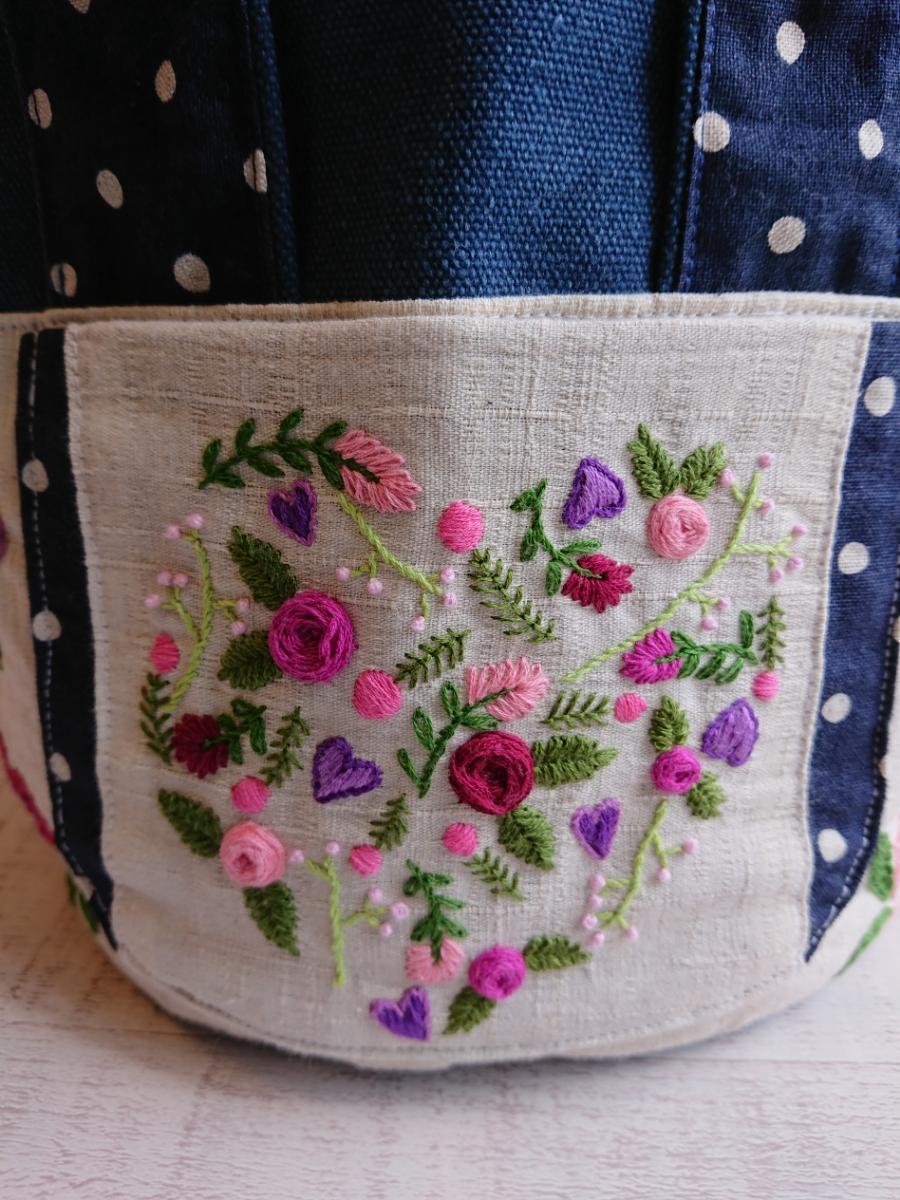 ハンドメイド 丸底のトートバッグ 手ししゅう 刺繍 薔薇 バラ 綿麻 ビンテージ帆布デニムカラー ドット _画像6