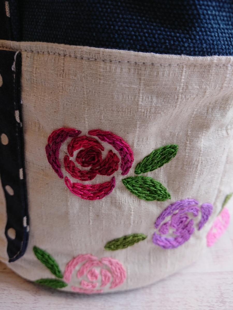 ハンドメイド 丸底のトートバッグ 手ししゅう 刺繍 薔薇 バラ 綿麻 ビンテージ帆布デニムカラー ドット _画像7