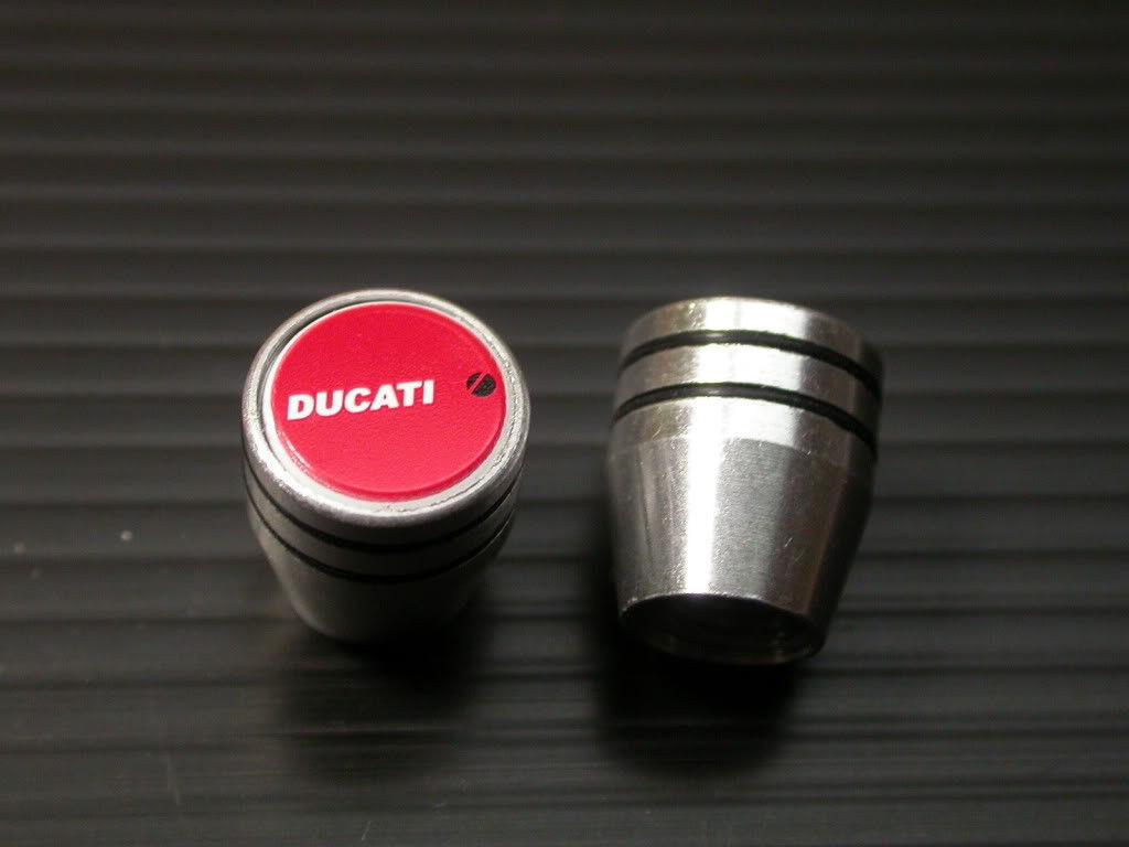 ドゥカティ DUCATI エンブレム エアーバルブキャップ エアバルブキャップ 959パニガーレ デスモセディチRR 996S 996SPS 996モノポスト 998R_画像1
